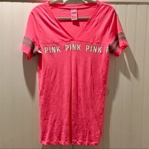PINK VICTORIA'S SECRET PINK V-NECK T-SHIRT SIZE L